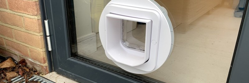 White Micro-chip Cat-flap fitted in aluminium door